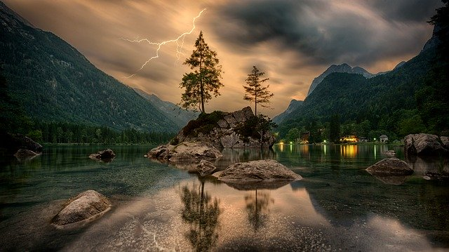 lightning strikes in mountains